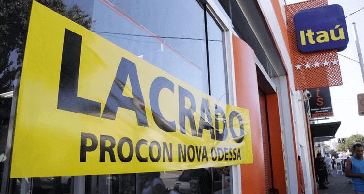 Falta de divisórias entre os caixas interdita banco em Nova Odessa
